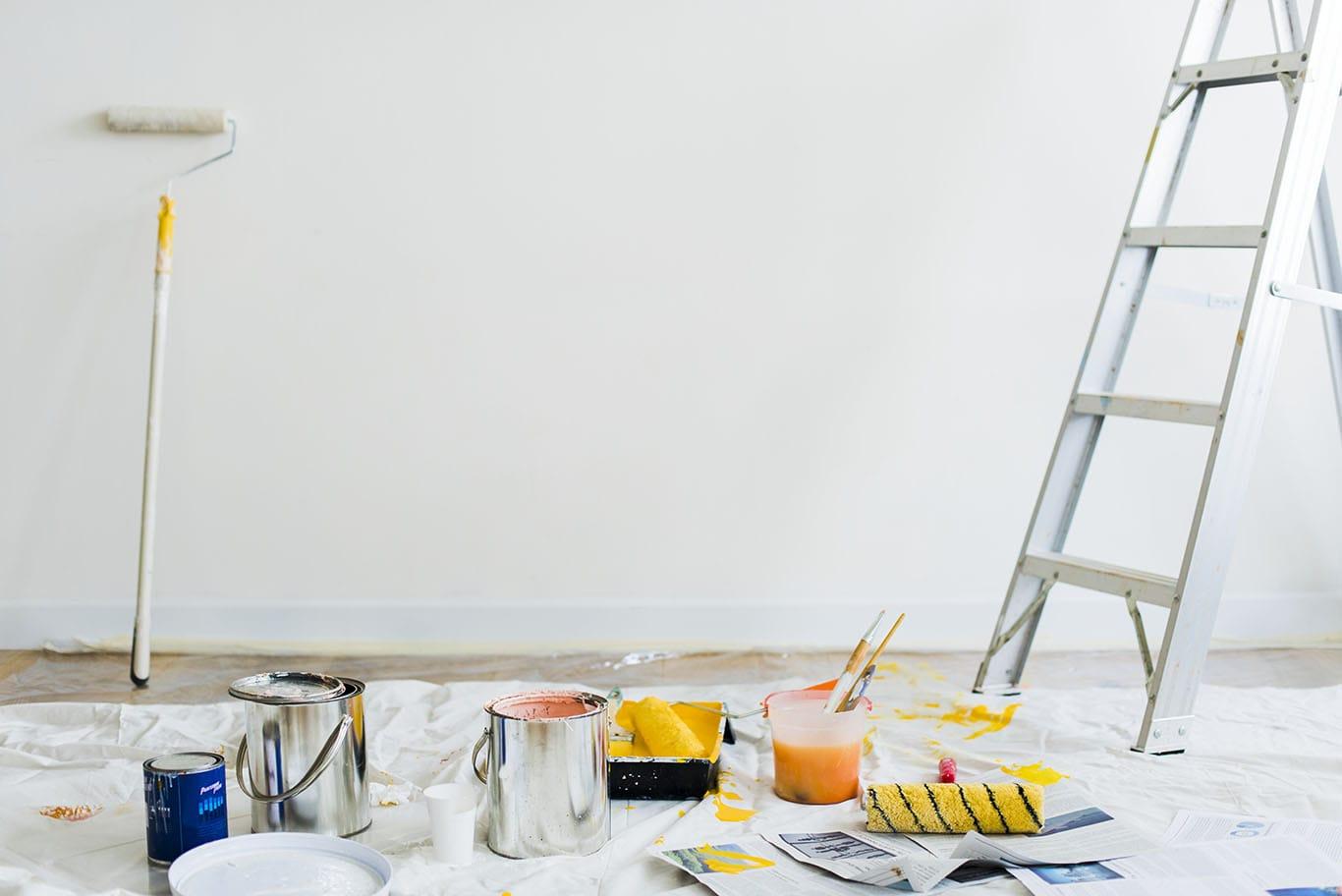 https://fbrconstruction.com/wp-content/uploads/2020/10/buckets-of-paint-on-the-floor-min.jpg